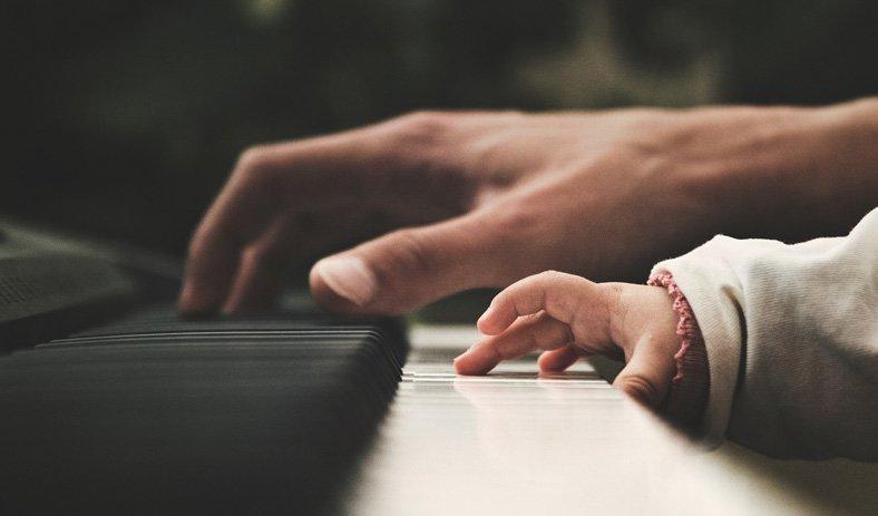 Votre professeur Daniel Marrouat pour <span>l'apprentissage d'un instrument de musique</span>