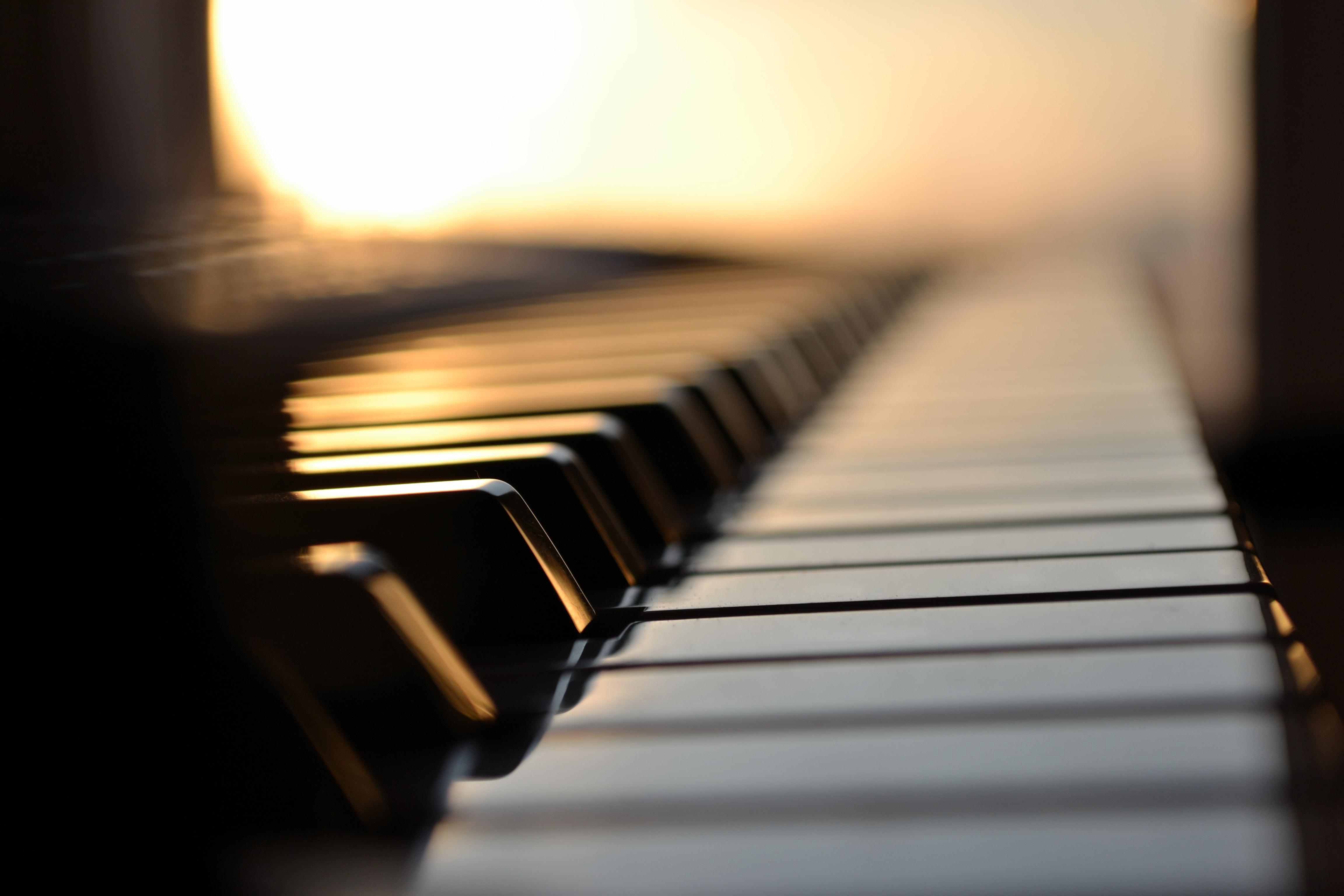 Vers Talence, Marrouat Daniel propose des cours de piano à son